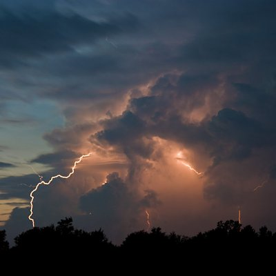 Lightning_at_Dusk_1_by_LakeFX